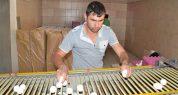 Köyde kurduğu modern tesiste yumurta üretiyor