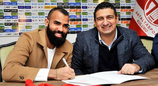 Antalyaspor Sandro'yu renklerine kattı
