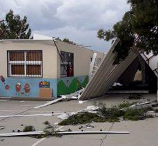 'Fırtına' okul kantininin çatısını uçurdu