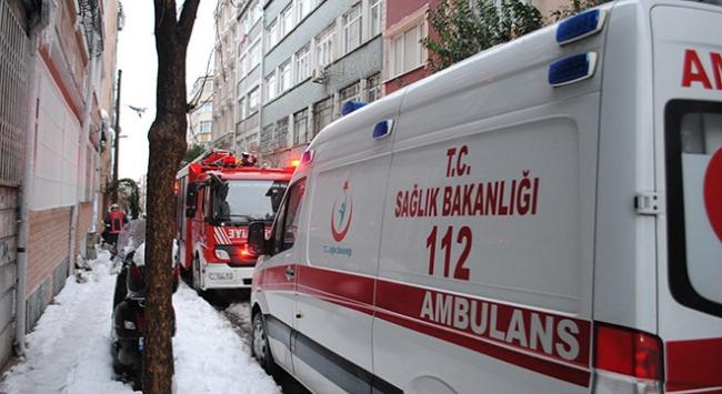 İstanbul Fatih'te bir binanın çatısı çöktü