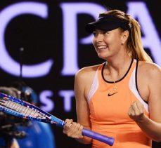 Sharapova kortlara dönüyor