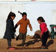 Suriye'de Doğu Guta'lı aileler rejimin saldırılarından kaçıyor