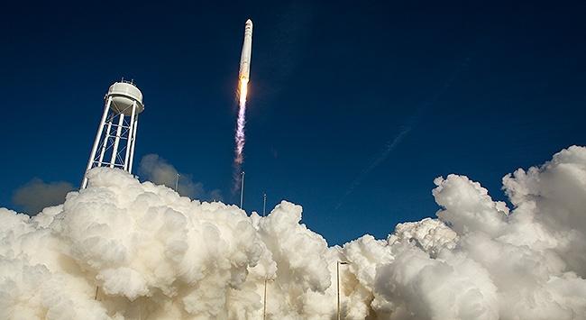 Patlayan Antares yeniden havada